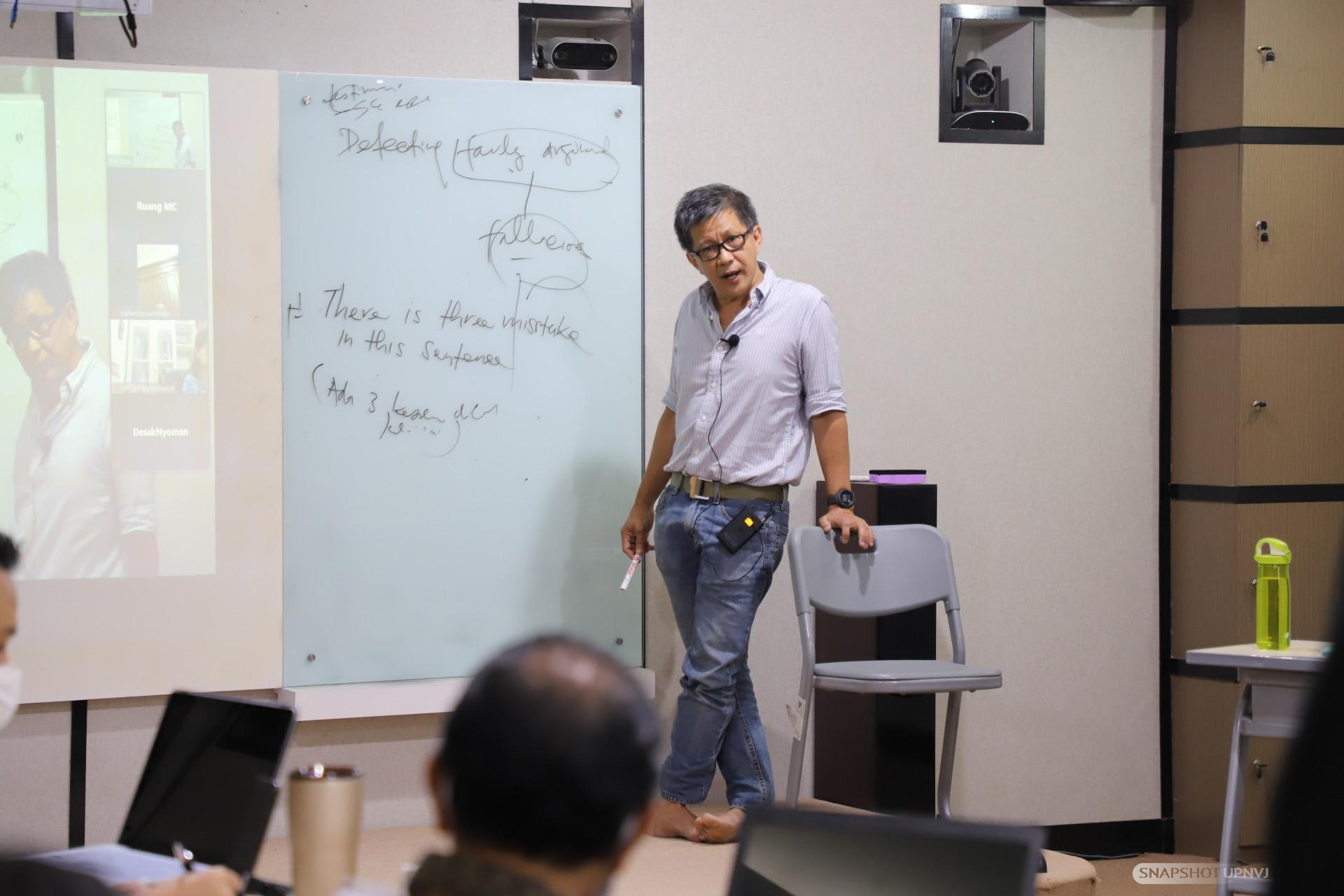Rocky Gerung Berikan Pembekalan Logika Bagi Dosen UPNVJ