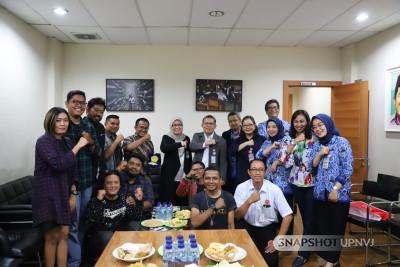 Rektor dan Tim Humas UPNVJ Lakukan Media Visit ke Akurat.co